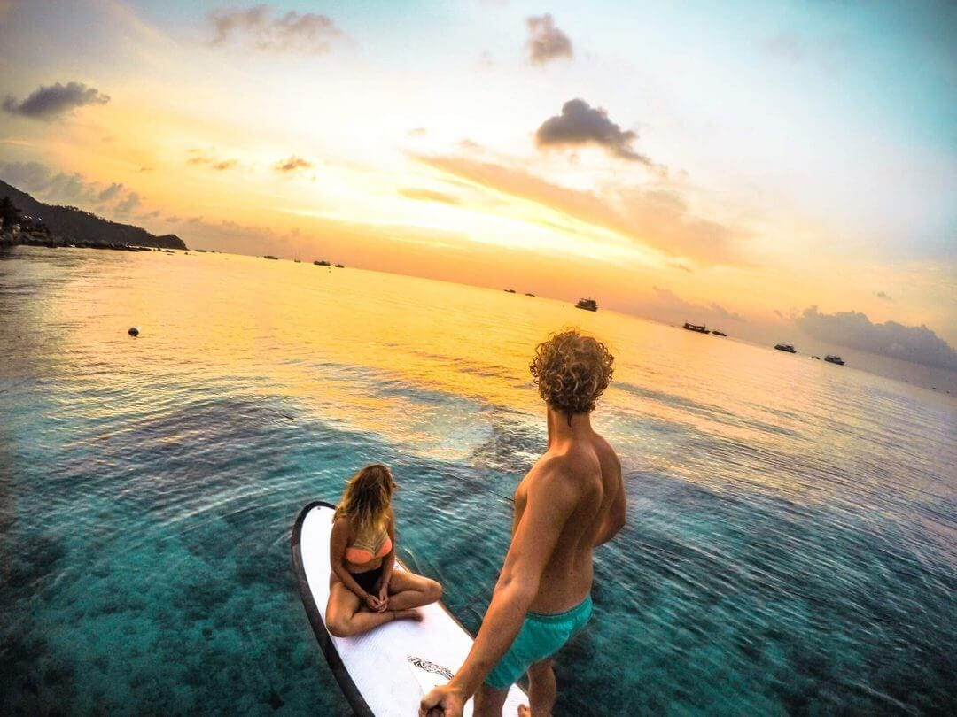thailand koh tao to do sairee beach sunset paddleboarding