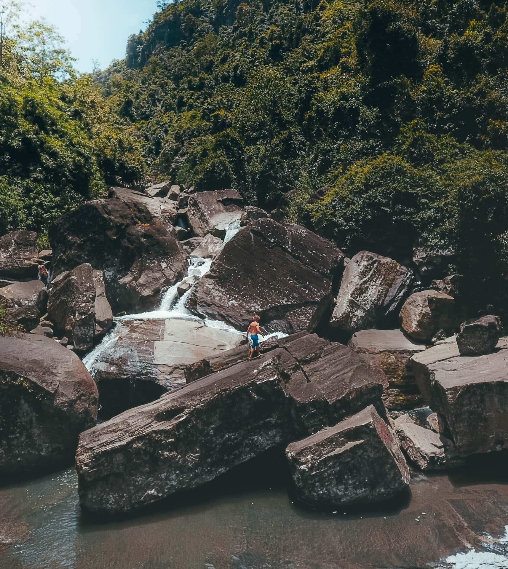 sri-lanka nuwara eliya ramboda falls