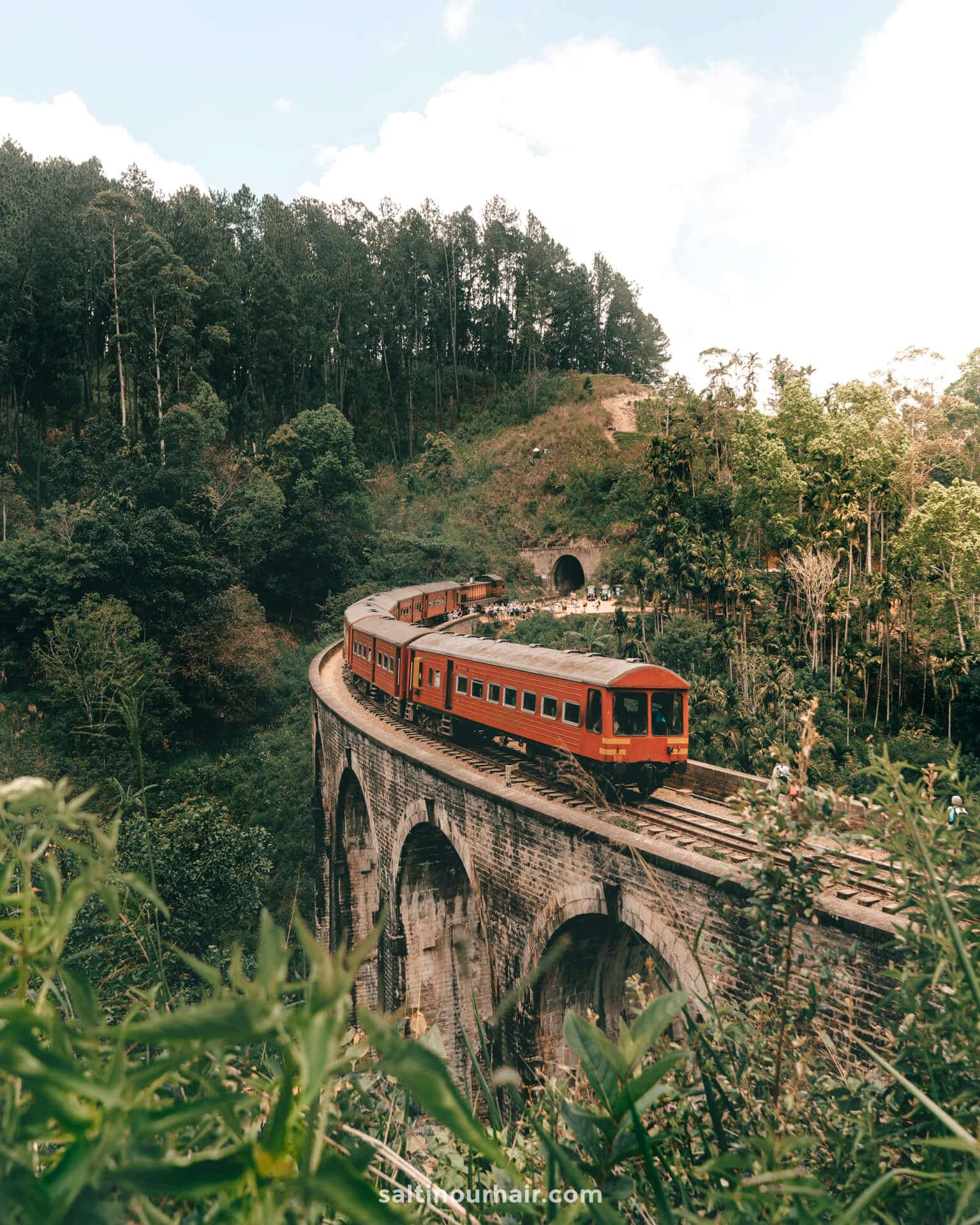 sri lanka nine arch bridge ella train