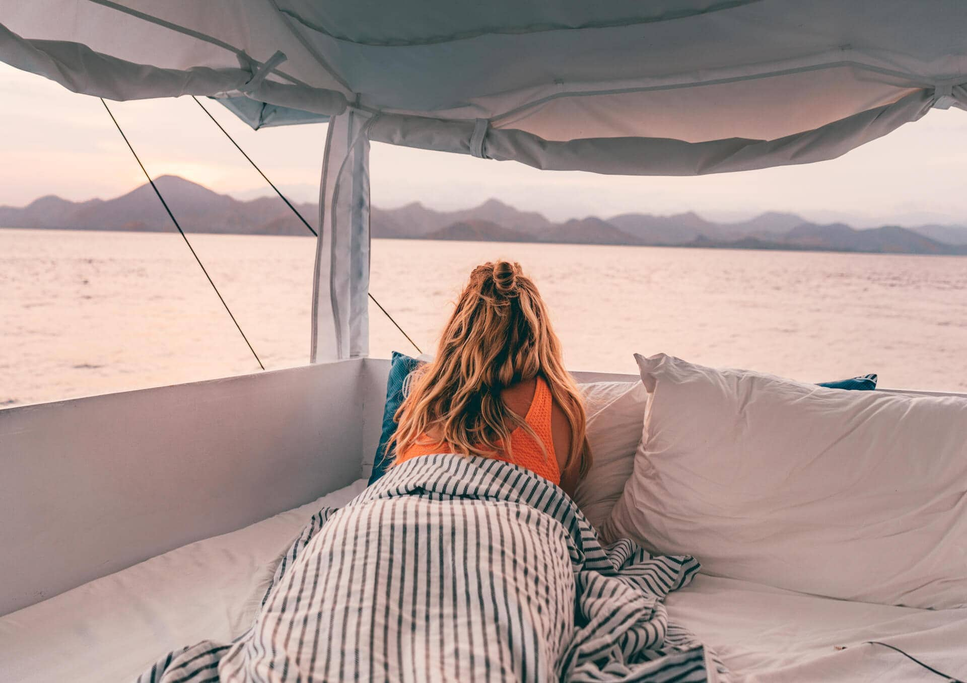 komodo islands flores sunrise bed