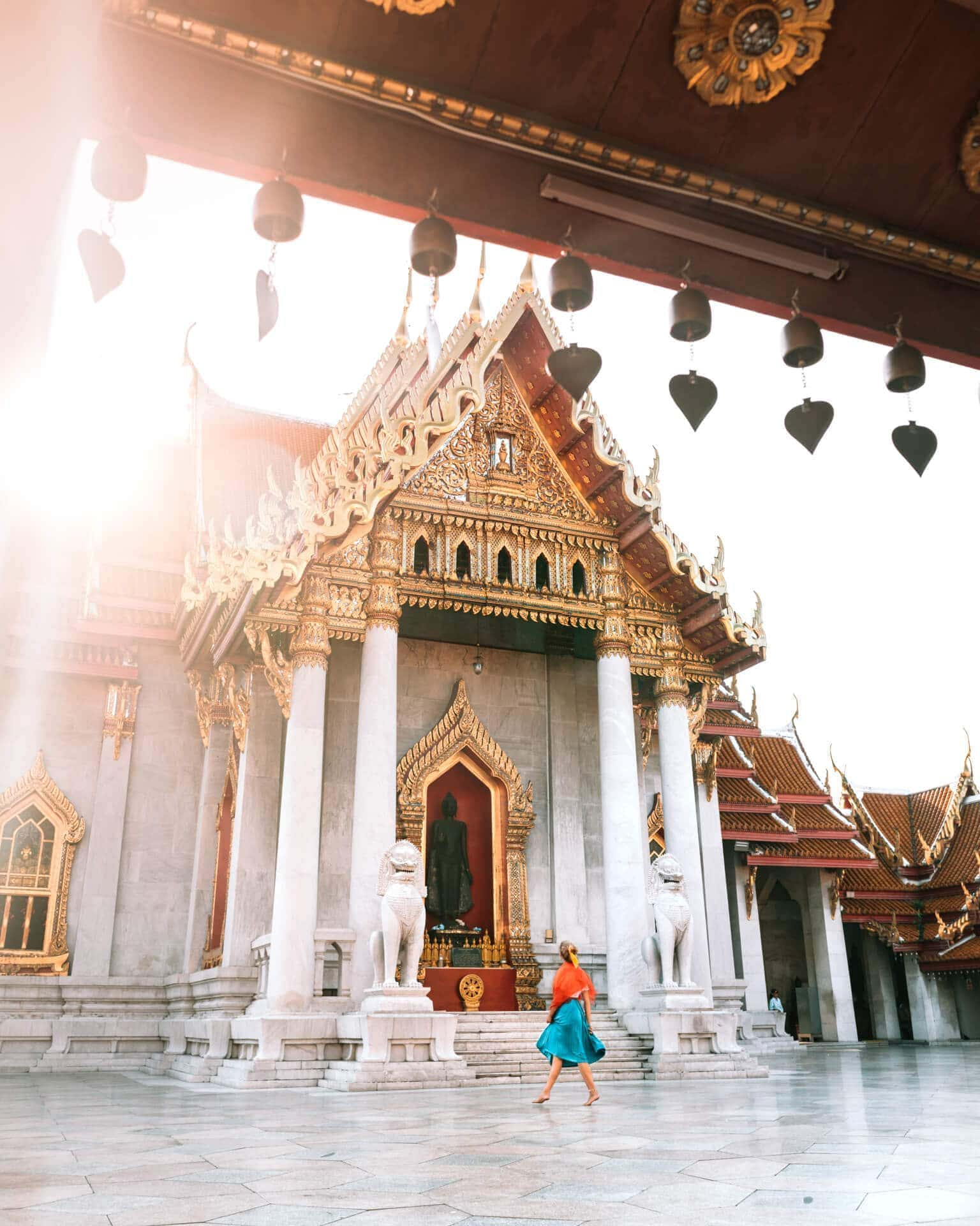 things to do bangkok Wat Benchamabophit sunrise