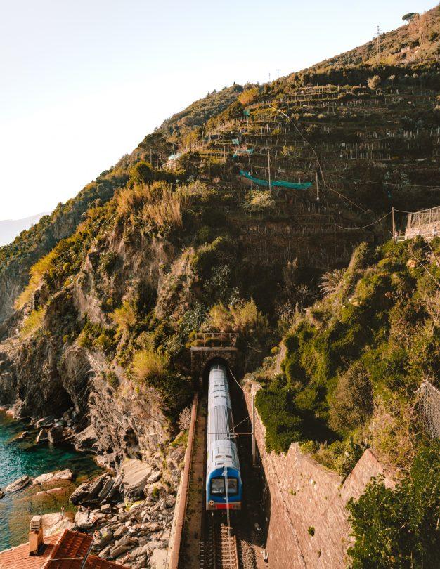 cinque terre italy train