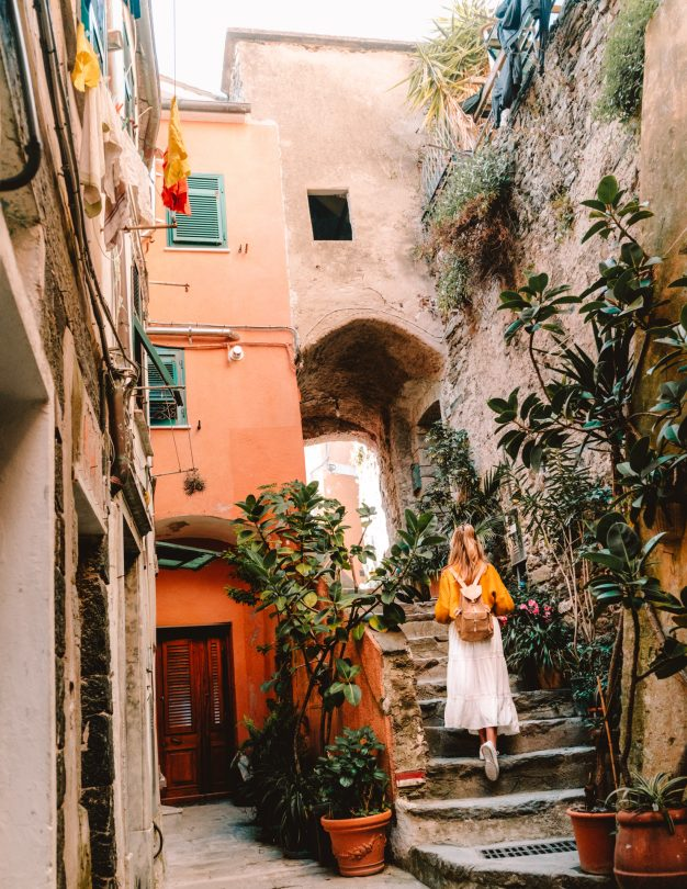 vernazza colorful street